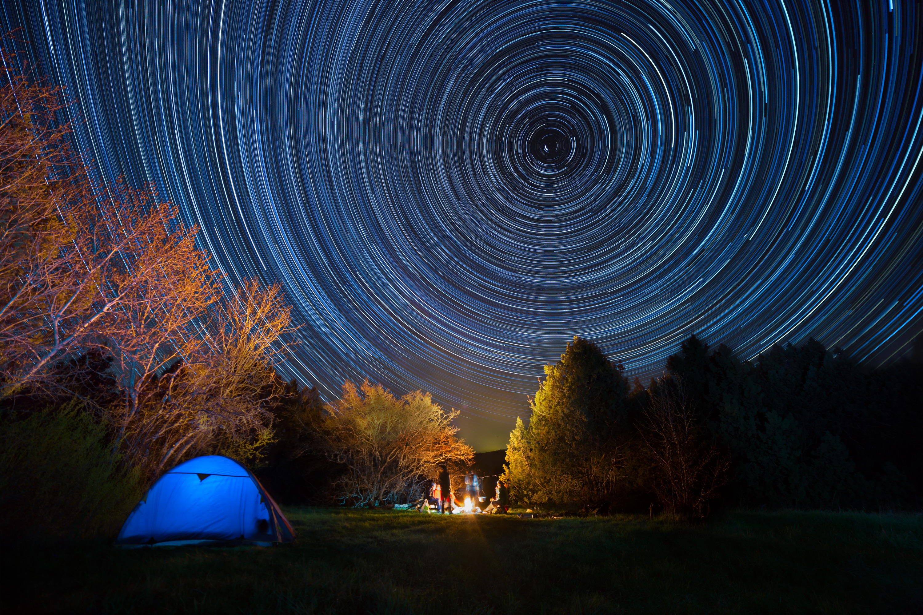 tent-against-the-night-sky-with-tracks-from-stars-l